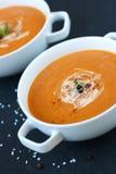Gemüsesuppe mit sonnengetrockneten Tomaten und Creme Lizenzfreie Stockfotos
