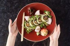 Gemüsesushirollen mit Fischen Stockbild
