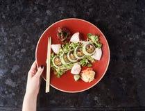 Gemüsesushirollen mit Fischen Lizenzfreie Stockbilder