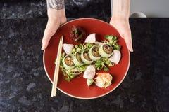 Gemüsesushirollen mit Fischen Stockfotografie