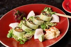 Gemüsesushirollen mit Fischen Stockbilder