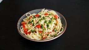 Gemüseteigwaren auf schwarzem Hintergrund lizenzfreie stockfotografie