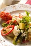 Gemüsezusammenstellung mit gebackenem Huhn Stockfotografie