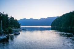 Gemütliche Bucht morgens lizenzfreie stockfotos