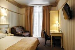 Gemütliche moderne Innenarchitektur des Hotelzimmers Stockfoto