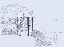 Gemütliche Nische im üppigen Garten nahe dem Meer Stockfotografie