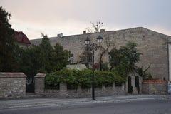 Gemütliche Straße mit Steingebäuden Lizenzfreies Stockfoto