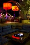 Gemütlicher Dach-Spitzen-Cocktail-Bar-Aufenthaltsraum Stockbild