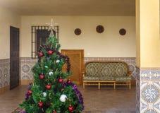 Gemütlicher Patio eines Dorfhauses am Weihnachten Stockbild