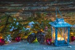 Gemütliches Weihnachtsstillleben im Retrostil Stockfotografie