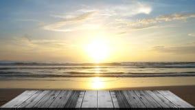 gem för video 4K, för seascapestrand för mest härlig träterrass den främre bakgrunden för hav i sommaren stock video