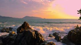 gem för video 4K, solnedgång i havet På Phuket Thailand land 2019 lager videofilmer