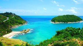 gem f?r video 4K, den mest h?rliga synvinkeln f?r seascapestrandhav i sommaren p? Phuket, Thailand arkivfilmer