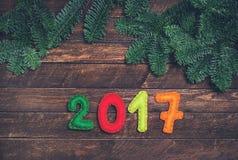 2017 gemaakt van gevoeld en Kerstboom Kinderachtige Nieuwe jaarbackgrou Royalty-vrije Stock Afbeeldingen