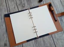 Gemaakt van leernotitieboekje Stock Foto's