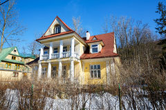 Gemacht vom Ziegelsteinwohnhaus in Zakopane Lizenzfreies Stockfoto