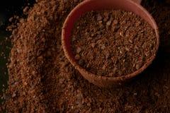 Gemalen bruine koffie stock afbeeldingen