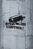 Gemalt durch Überwachungskamera auf einer Betonmauer Stockfotos