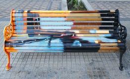 Gemalte Bänke von Santiago in Las Condes, Santiago de Chile Stockbilder