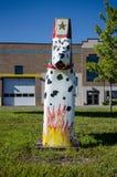 Gemalte Dala Pferdehölzerne Statue Dalmation sitzt Hund außerhalb der Scandia-Feuerwehr lizenzfreies stockbild