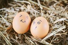 Gemalte Eier über Gefühl auf dem Gesicht Lizenzfreie Stockbilder