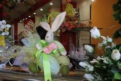 Gemalte Eier und Blumen Stockfotografie