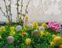Gemalte Eier und Blumen Lizenzfreie Stockbilder