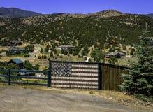 Gemalte Flagge auf Bretterzaun Stockbild