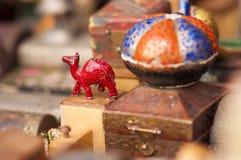 Gemalte Kamel-Figürchen für Verkauf als Andenken in Indien stockbild