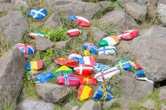 Gemalte Kiesel mit Flaggen Lizenzfreies Stockbild