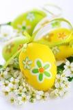Gemalte Ostereier mit Blumen Lizenzfreie Stockfotos