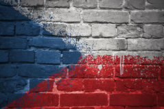 Gemalte Staatsflagge der Tschechischen Republik auf einer Backsteinmauer Stockfotos