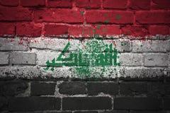 Gemalte Staatsflagge vom Irak auf einer Backsteinmauer Lizenzfreie Stockfotos