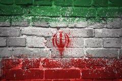 Gemalte Staatsflagge vom Iran auf einer Backsteinmauer Stockfotos