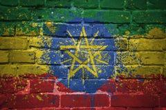 Gemalte Staatsflagge von Äthiopien auf einer Backsteinmauer Lizenzfreie Stockfotos