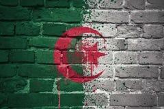 Gemalte Staatsflagge von Algerien auf einer Backsteinmauer Stockfoto