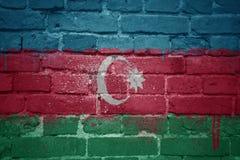 Gemalte Staatsflagge von Azerbaijan auf einer Backsteinmauer Lizenzfreie Stockbilder