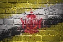 Gemalte Staatsflagge von Brunei auf einer Backsteinmauer Stockfotos