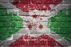 Gemalte Staatsflagge von Burundi auf einer Backsteinmauer Lizenzfreies Stockbild
