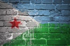 Gemalte Staatsflagge von Dschibouti auf einer Backsteinmauer Lizenzfreie Stockfotografie