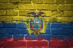 Gemalte Staatsflagge von Ecuador auf einer Backsteinmauer Lizenzfreie Stockfotografie
