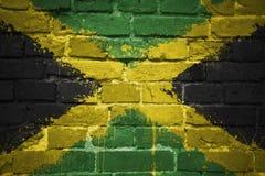 Gemalte Staatsflagge von Jamaika auf einer Backsteinmauer Lizenzfreie Stockfotos