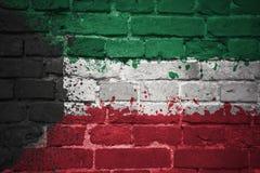 Gemalte Staatsflagge von Kuwait auf einer Backsteinmauer Stockbild