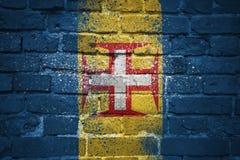 Gemalte Staatsflagge von Madeira auf einer Backsteinmauer Lizenzfreies Stockbild