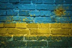 Gemalte Staatsflagge von Ruanda auf einer Backsteinmauer Lizenzfreie Stockbilder