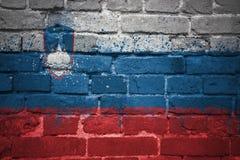 Gemalte Staatsflagge von Slowenien auf einer Backsteinmauer Lizenzfreies Stockbild