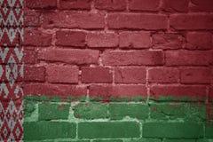 Gemalte Staatsflagge von Weißrussland auf einer Backsteinmauer Stockfotografie