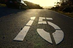 Gemalte Straßenmarkierungen Lizenzfreies Stockbild