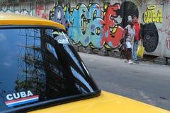 Gemalte Wände in Havana Stockbilder