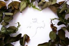 Gemalter Geist auf einem Blatt Papier Stockfoto